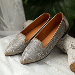 Embroidered Pointed-head Low Heel Women's Leather Retro Flat Loafers