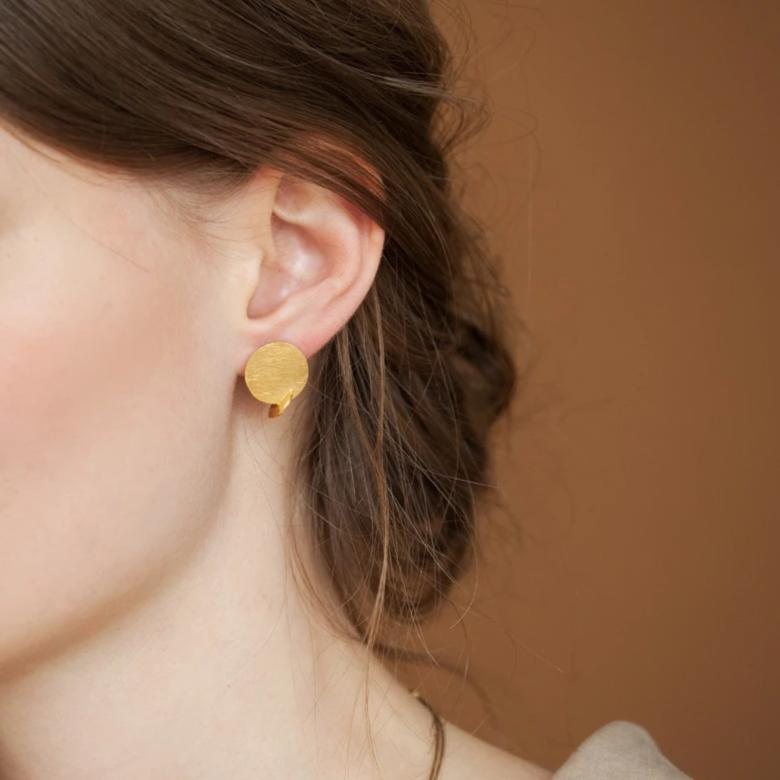 SOLEIL SMALL STUD GOLD EARRING