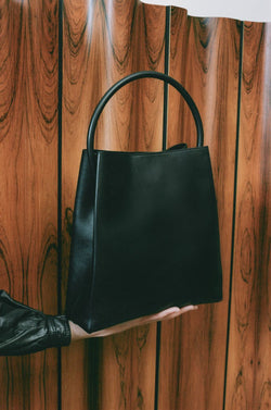 Arch Handle Pleat Tote Bag in Black
