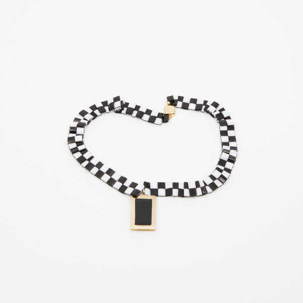 CHECKERBOARD NECKLACE IN WHITE/BLACK