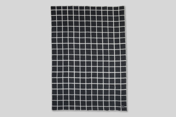 Höfn Wool Throw Blanket (Black)