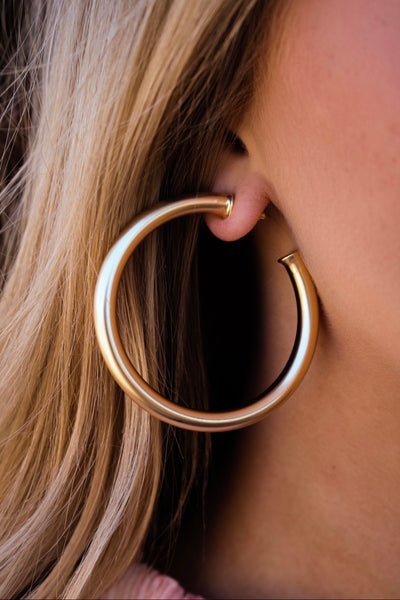 the olivia stud hoop earring - satin gold