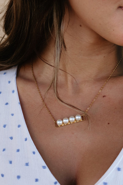 ellie vail: nina pearl necklace - gold