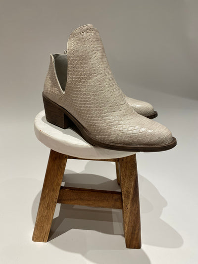 the alline bootie - off white