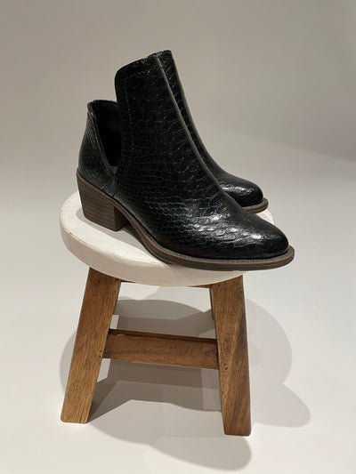 the alline bootie - black