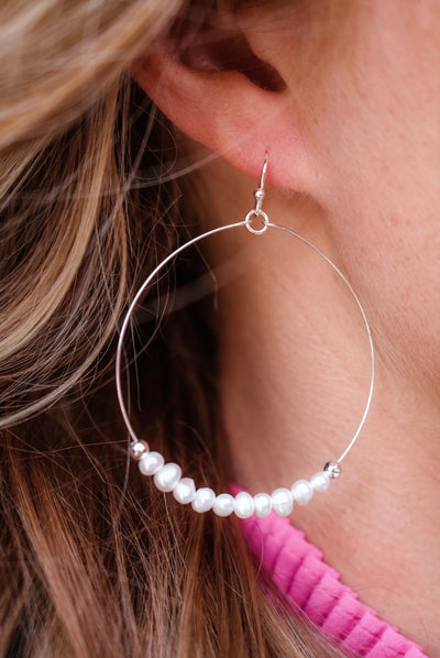 the daisy pearl hoop earring - silver
