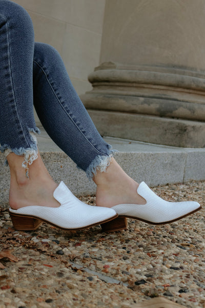 chinese laundry: the marnie mule - white