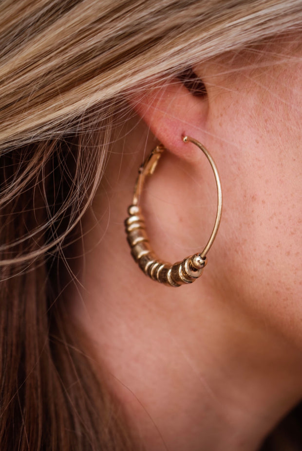 the nora hoop earring - gold