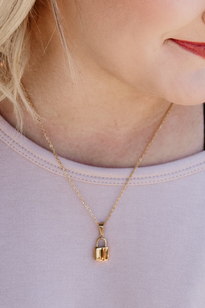 ellie vail: uma lock necklace - gold