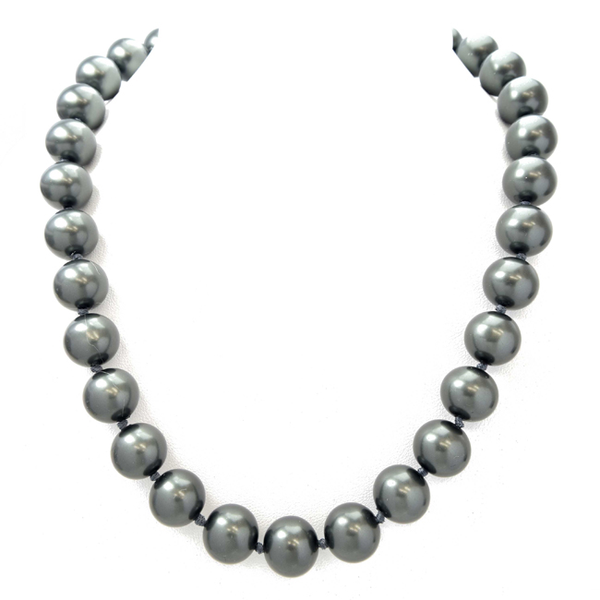 Dark Grey Elegant Pearl Necklace