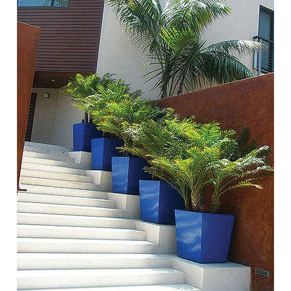 Modern_Tapered_Square_Planter_Fiberglass_GEO_6_1.jpg