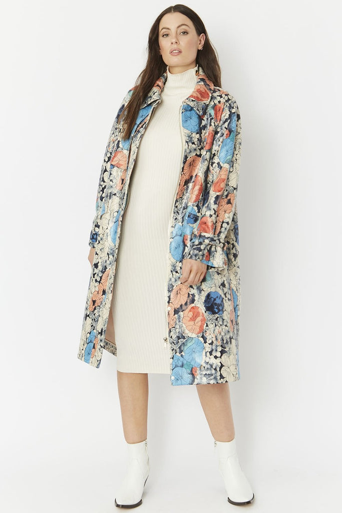 SUQCT395A Duchess Floral Coat Plus Fit