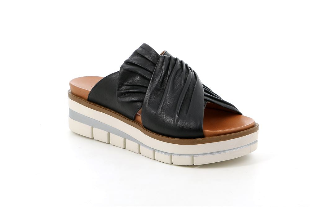 CI2872-Black Leather Wedge Sandal