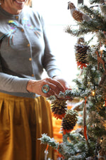 DIY: GLITTER AND ORANGE PINECONE ORNAMENTS