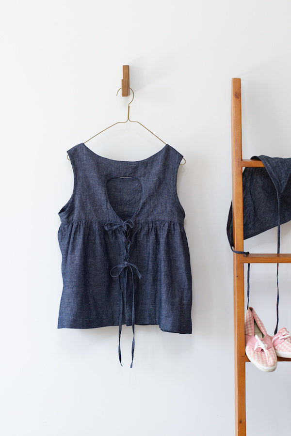 BABY CAKE TOP IN INDIGO CHAMBRAY