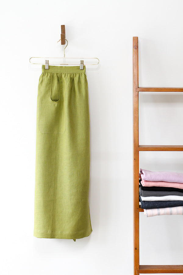 CHAMBER APRON IN GREEN LINEN
