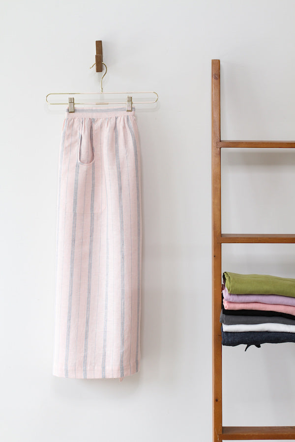 CHAMBER APRON IN LIGHT PINK AND CHAMBRAY STRIPE LINEN