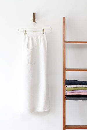 CHAMBER APRON IN WHITE LINEN