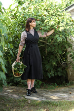 CUISINE APRON DRESS IN BLACK LINEN