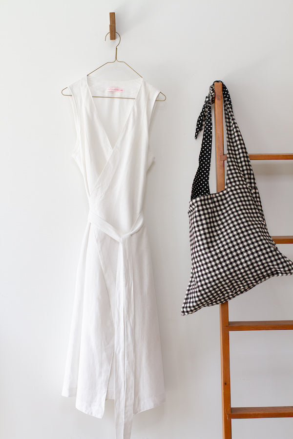 CUISINE APRON DRESS IN WHITE LINEN