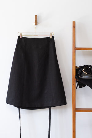 EVERYDAY BEAUTIFUL A-LINE APRON WRAP SKIRT IN BLACK LINEN
