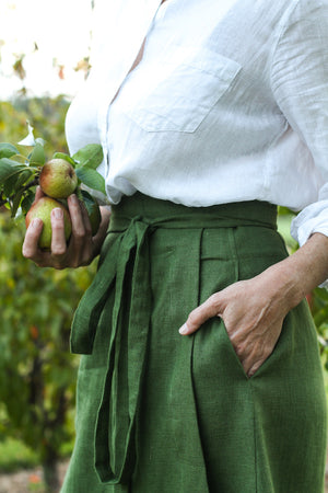 EVERYDAY BEAUTIFUL A-LINE APRON WRAP SKIRT IN VINE GREEN LINEN