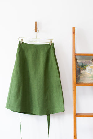 EVERYDAY BEAUTIFUL A-LINE APRON WRAP SKIRT IN VINE GREEN (PREORDER)