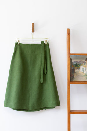 EVERYDAY BEAUTIFUL A-LINE APRON WRAP SKIRT IN VINE GREEN