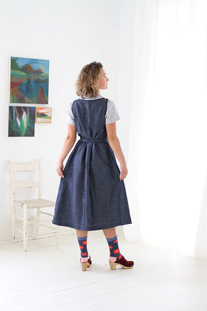 CUISINE APRON DRESS IN INDIGO CHAMBRAY LINEN