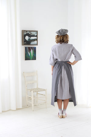 CHAMBER APRON IN GREY LINEN