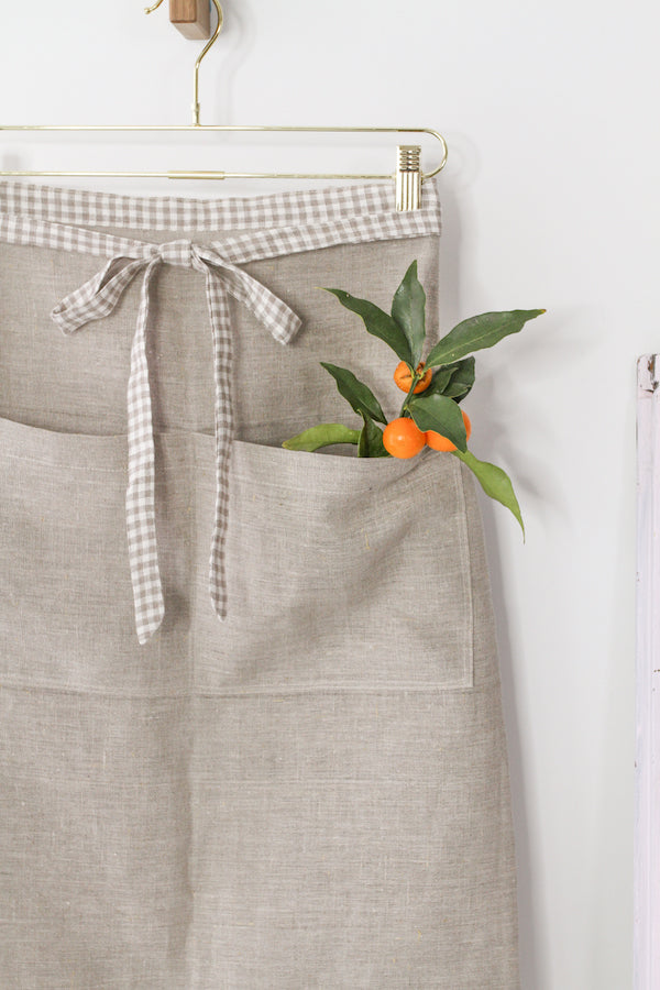 GALLEY APRON IN NATURAL AND GINGHAM LINEN