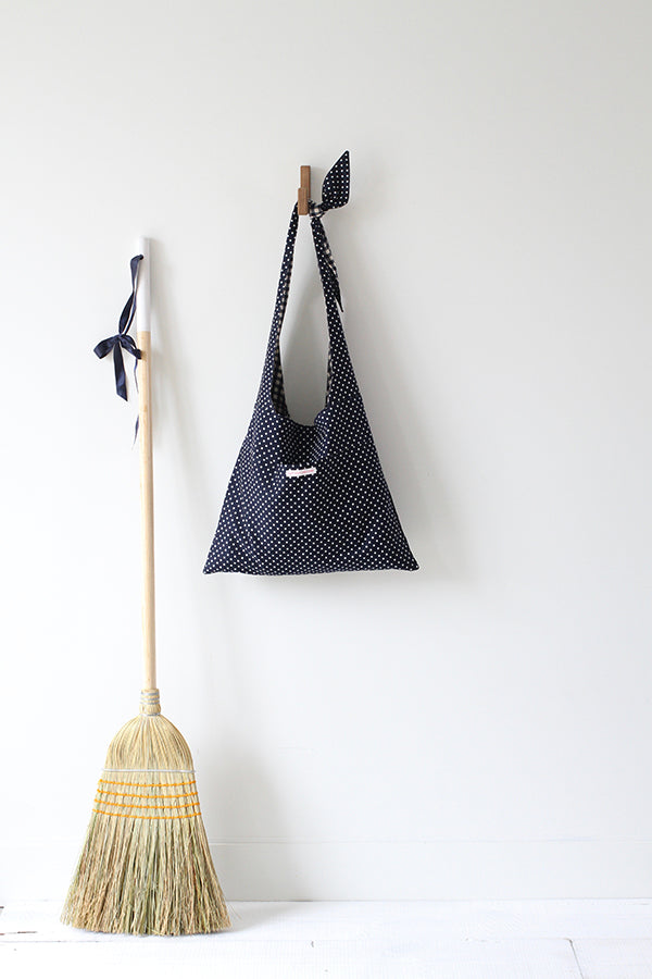 LYCEE TIE TOP REVERSIBLE BAG IN NAVY