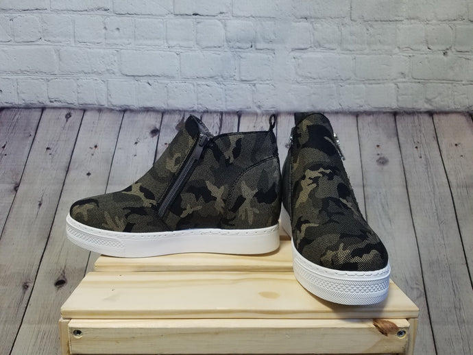 Camo High Ankle Sneakers