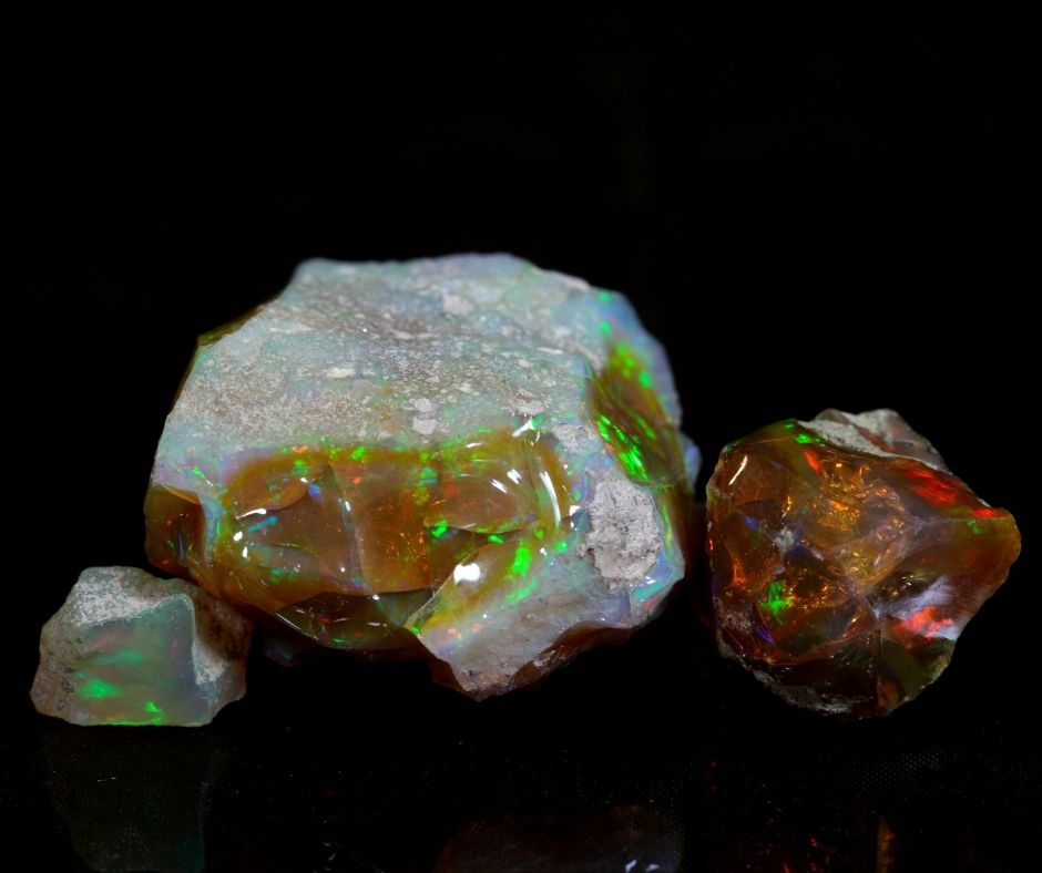 October birthstone Opal colors
