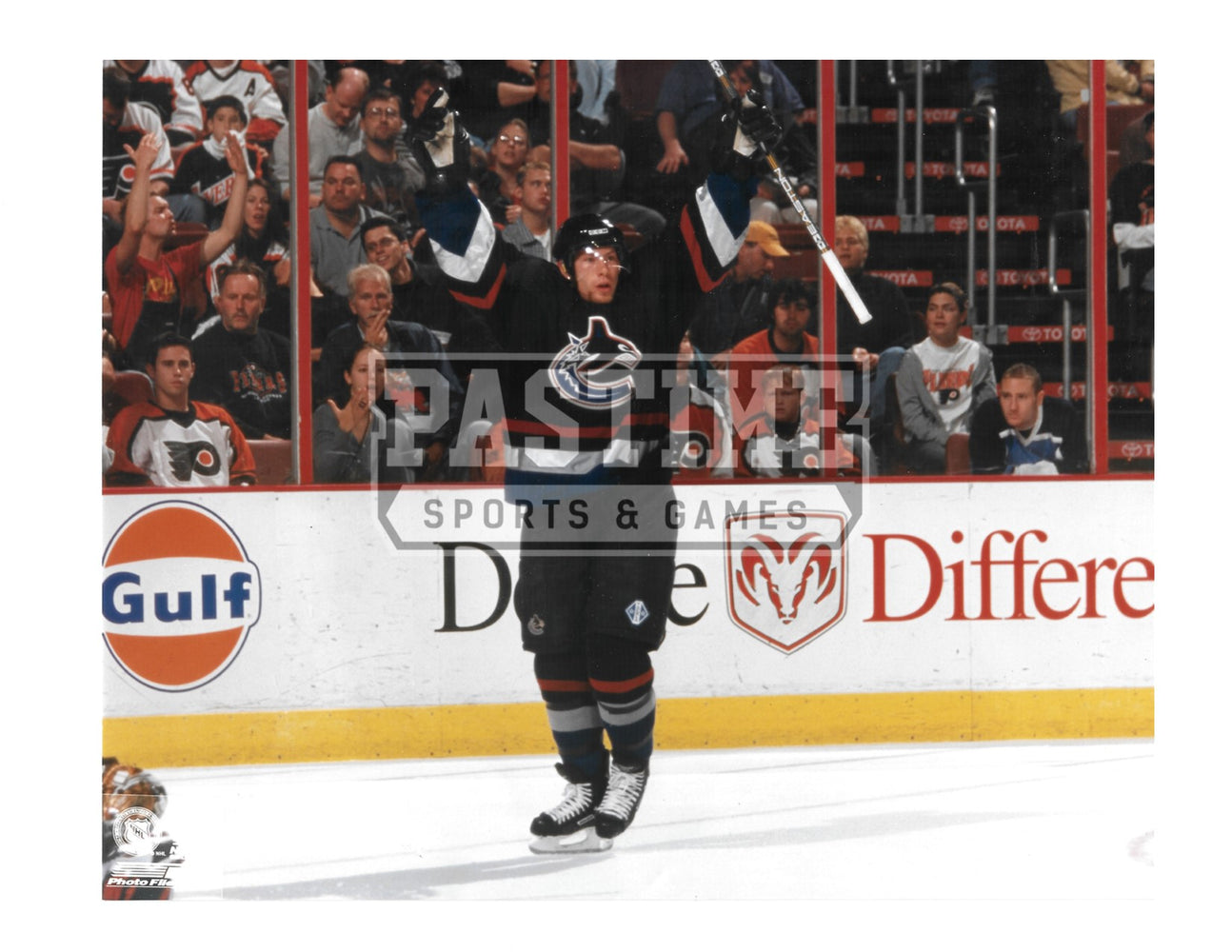 Brendan Morrison 8X10 Vancouver Canucks Home Jersey (Arms Up) - Pastime Sports & Games