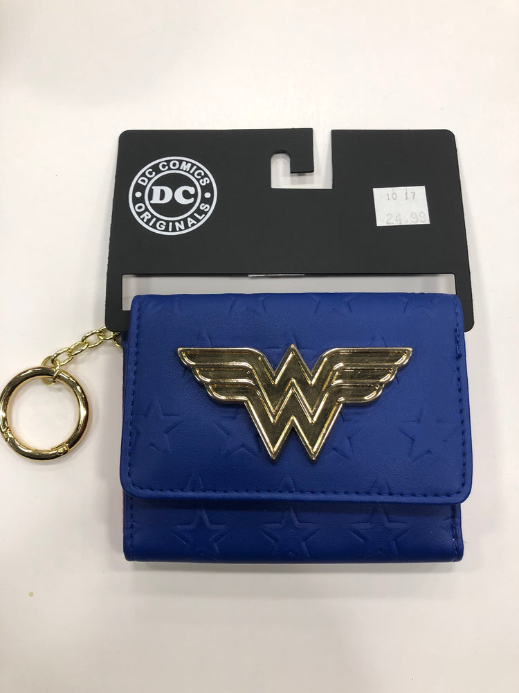 Bioworld Wonder Woman Chain Wallet - Pastime Sports & Games