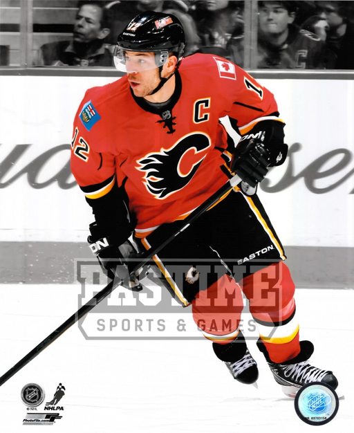 Jerome Iginla 8X10 Calgary Flames Home Jersey (Skating) - Pastime Sports & Games
