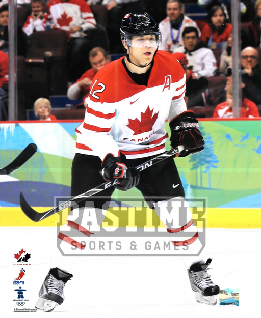 Jerome Iginla 8X10 Team Canada Away Jersey (Skating With Stick Up) - Pastime Sports & Games