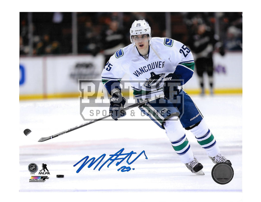 Mike Santorelli Autographed 8X10 Vancouver Canucks Away Jersey (Skating) - Pastime Sports & Games