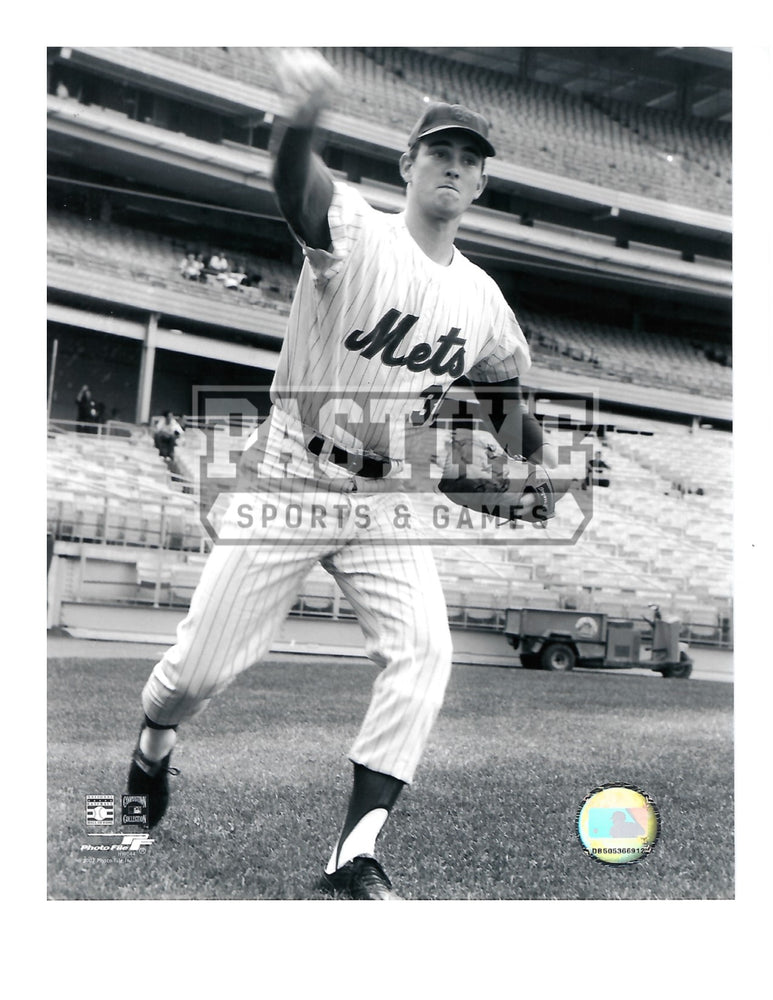 Nolan Ryan 8X10 New York Mets (Pitching Black and White)) - Pastime Sports & Games