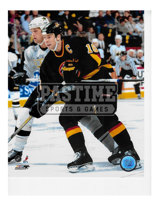 Trevor Linden 8X10 Vancouver Canucks Home Jersey 94 (Dallas Player behind)