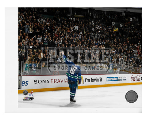 Trevor Linden  8X10 Vancouver Canucks Home Jersey (Waving to Crowd)