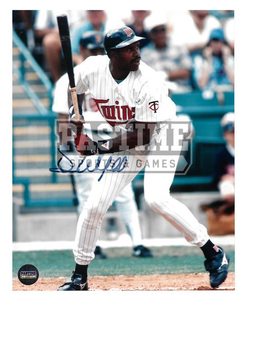 Dave Winfield Autographed 8X10 Minnesota Twins (About To Bat) - Pastime Sports & Games