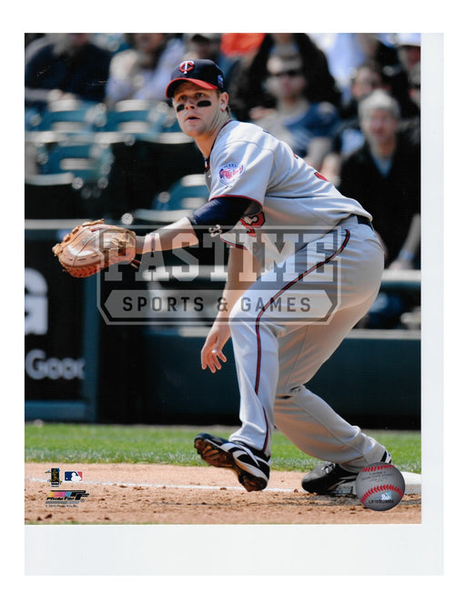 Justin Morneau 8X10 Minnesota Twins (About To Catch Ball) - Pastime Sports & Games