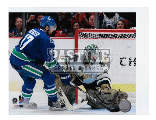 Ryan Kesler 8X10 Vancouver Canucks Home Jersey (Shooting on Dallas Goalie) - Pastime Sports & Games