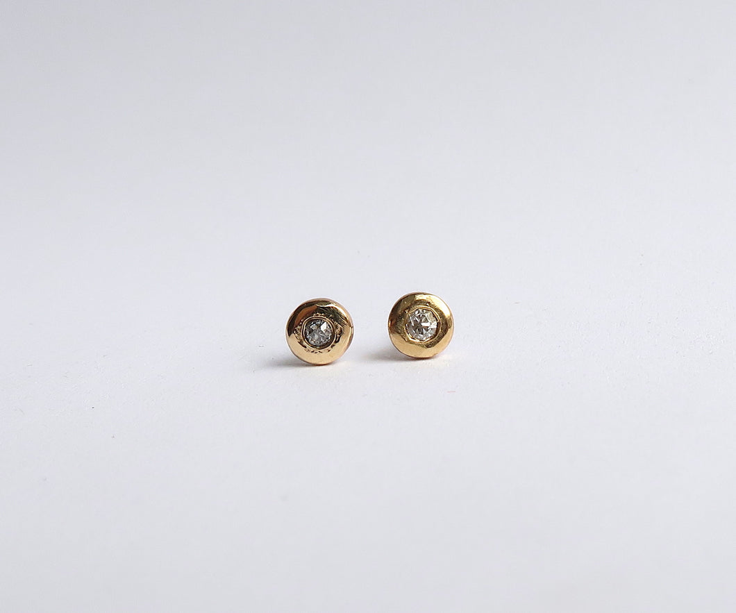 Nishi Diamond Gold Pebble Circle Studs