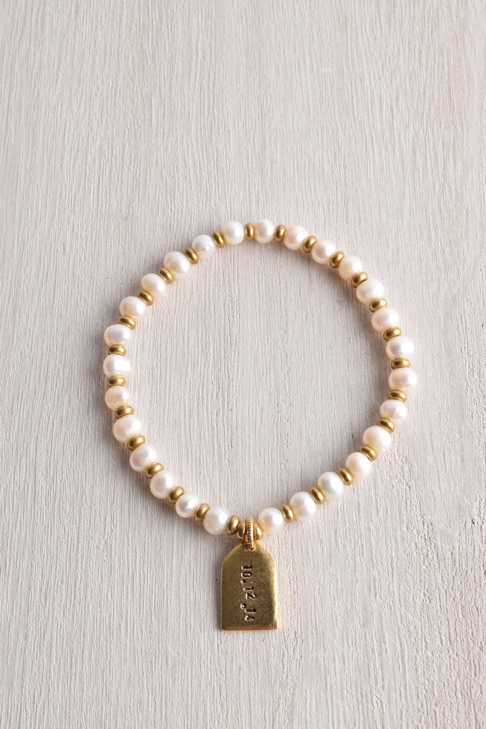 WHITE TRUFFLE PERSONALIZED TAG PEARL BRACELET