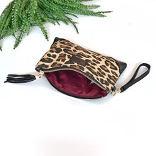 Load image into Gallery viewer, Corner Wristlet - LEOPARD
