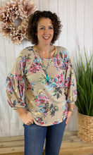 Load image into Gallery viewer, Relaxed Floral Top with 3/4 Puff Sleeve
