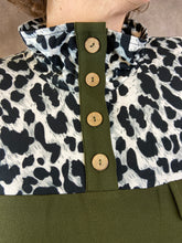 Load image into Gallery viewer, Leopard Yoke Half Button Top